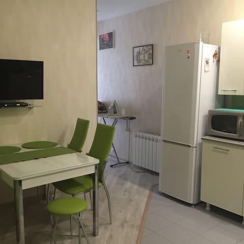 Новая,светлая,уютная квартира в 5 мин. от моря. - Khosta - Apartament
