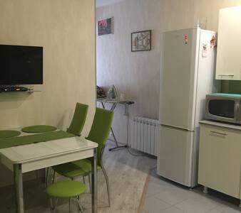 Новая,светлая,уютная квартира в 5 мин. от моря. - Khosta - Lägenhet