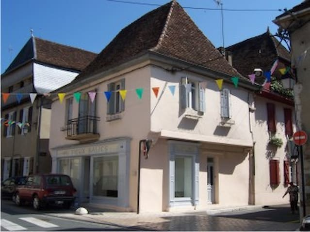 2 bedroom town house to rent - Salies-de-Béarn - Casa adossada