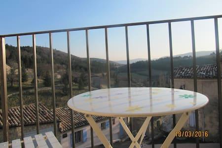 Entre Ventoux & Lavandes: Eglantine - Aurel - Bed & Breakfast