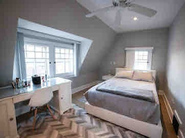 Downtown: Modern, Clean and Quiet Bedroom