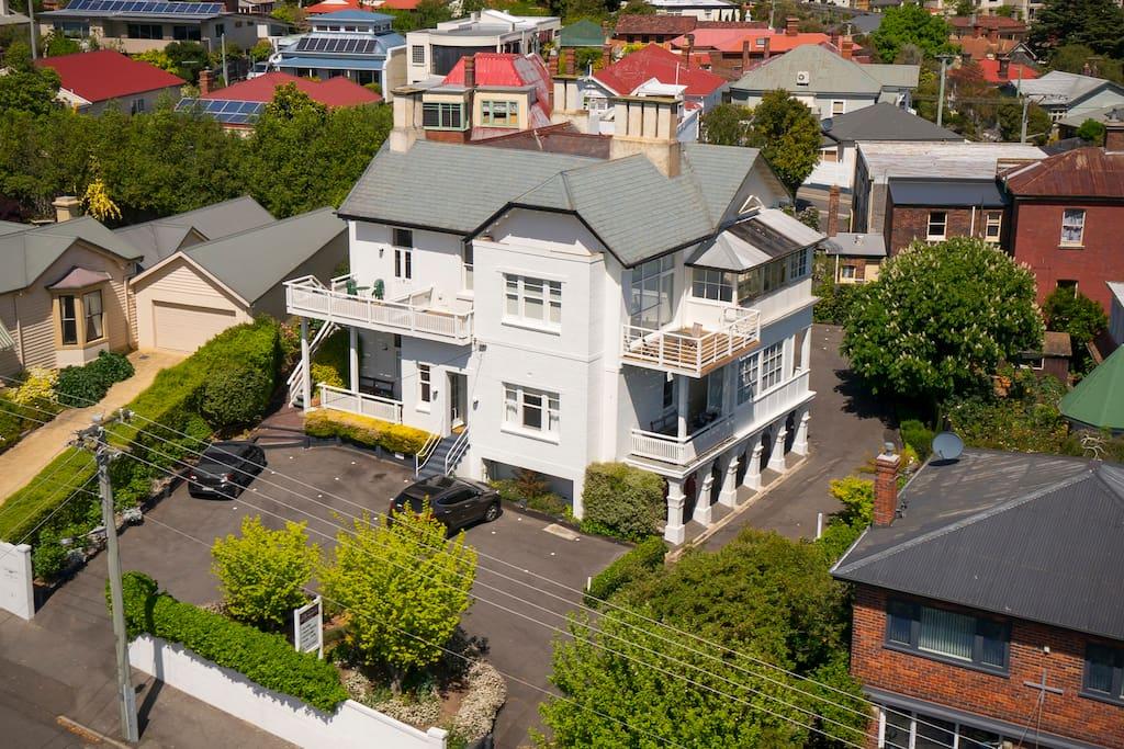 Pent house apartment 2  deck  closest upper corner