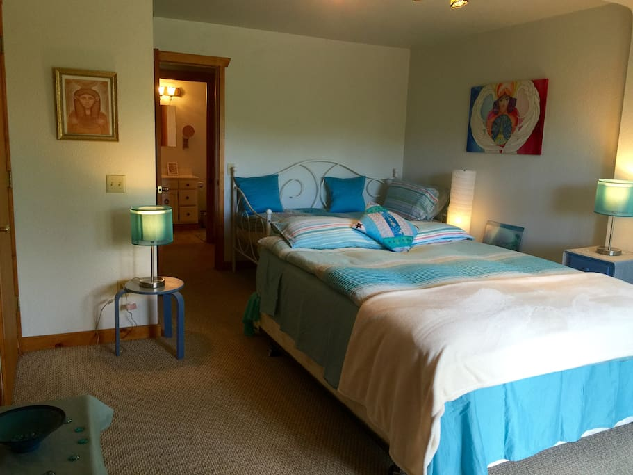 Our cosy Mermaid room where you can snuggle in for the night - Queen and Day bed.