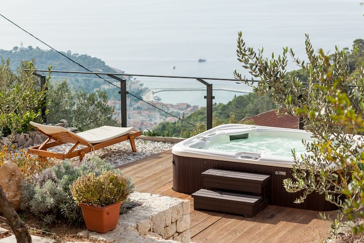 ctma244 - Lovely holiday house with private whirlpool, perfect for a family of 2-4 persons, wi-fi, AC, stunning views over the sea