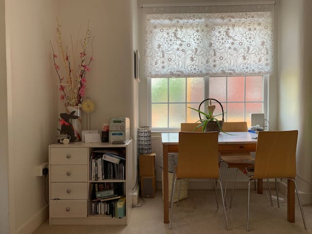Cosy & clean; small single bedroom budget friendly