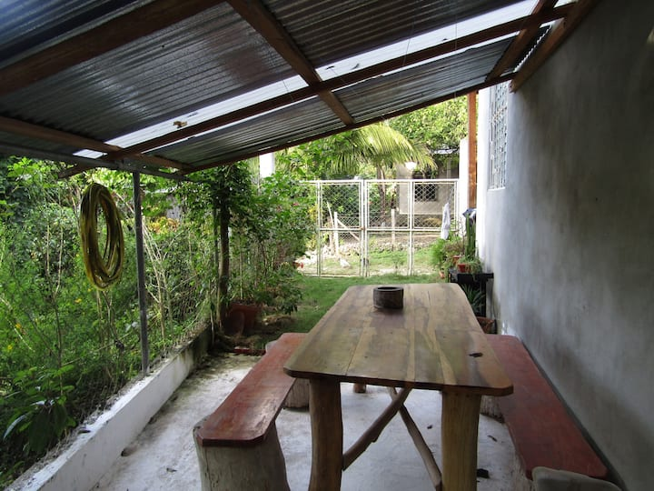 Little Cozy Jungle House near Tikal