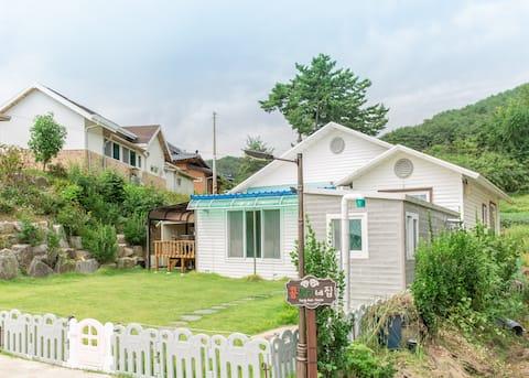양양콩보리네 (29평, 2Room+테라스1Room,넓은 거실,화장실 2개)해변 도보8분거리