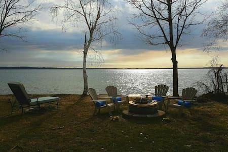 Summer cottage on lake Simcoe/calm - Innisfil - 独立屋