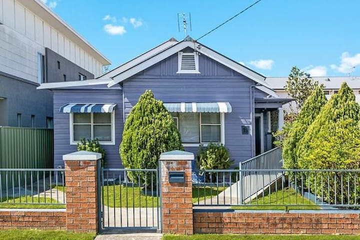 The little blue house (aka wonderland)