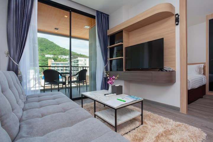 kata海滩500米 含早餐豪华一室一厅套房 客厅&浴缸&阳台 无边双泳池