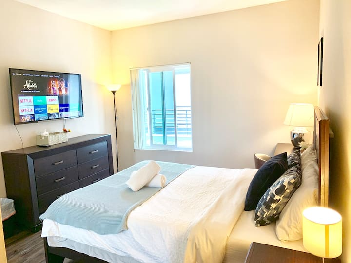 Master bedroom Attached Private Bath Walk to UCLA