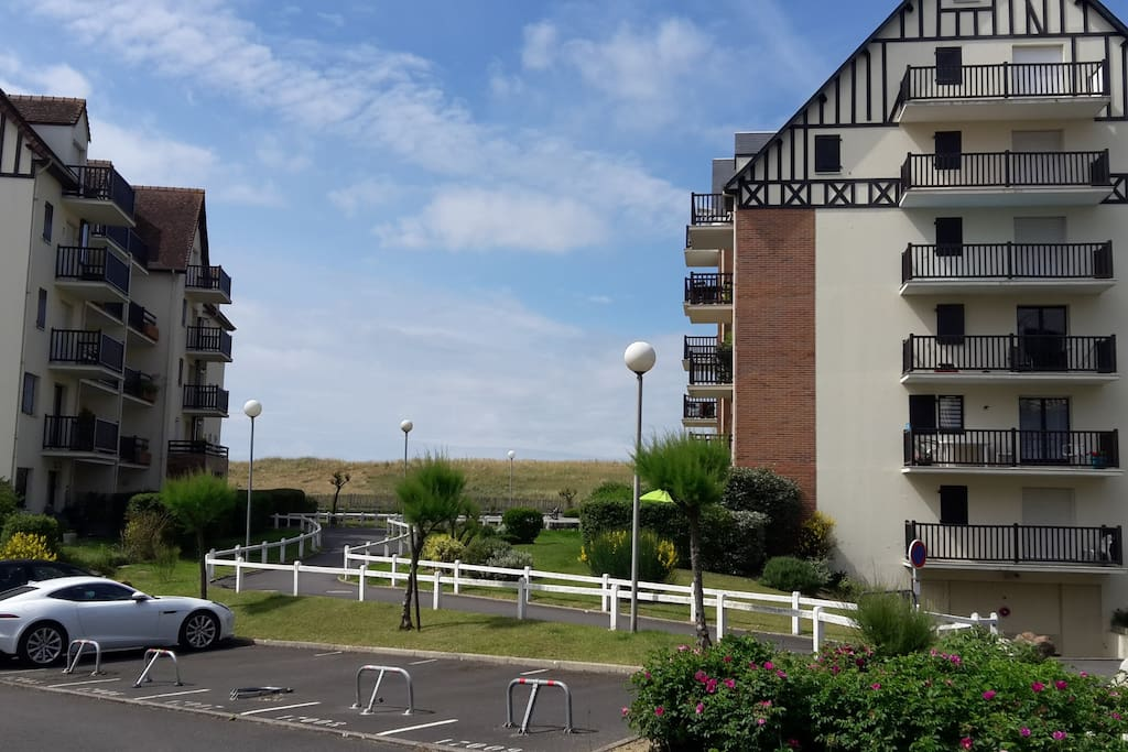 acc s direct la plage 200m f2 apartments for rent in cabourg normandie france. Black Bedroom Furniture Sets. Home Design Ideas