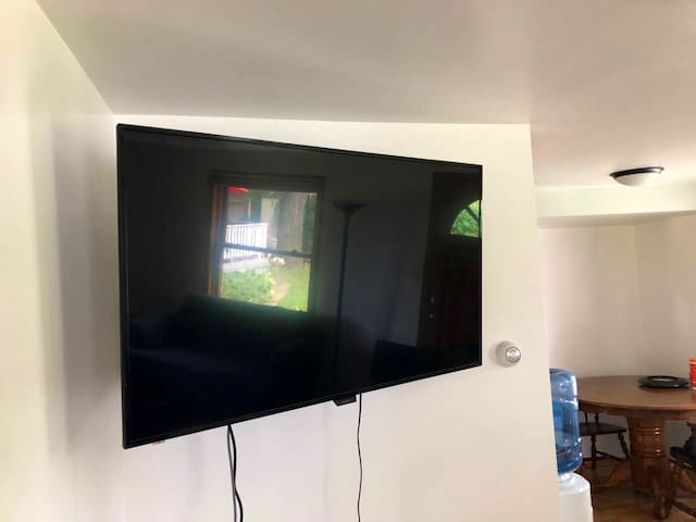 Smart TV (cable included)