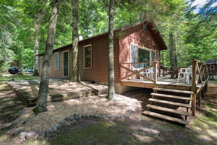 Spacious Cabin near the Lake