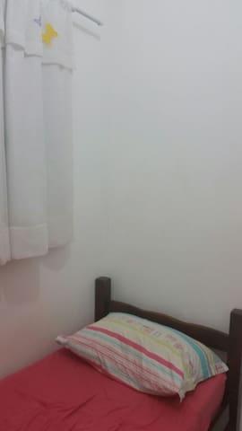 Um quarto num lugar tranquilo - Engenheiro Coelho