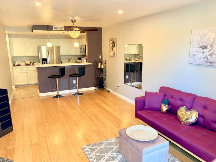 SUPER CLEAN GEM- Staycation- Upgraded Condo
