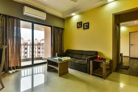 Andheri 2BHK Serviced Apt Breakfast WiFi Pool Gym - 孟買