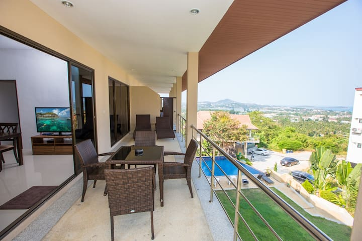 Top Floor Apartment with Seaview