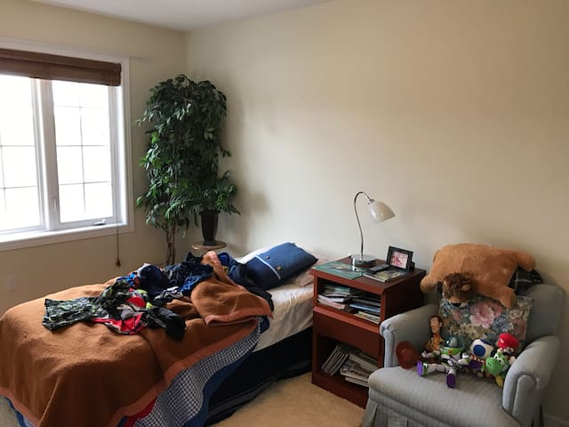 Single room for rent - Orangeville - 一軒家
