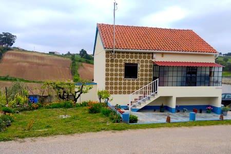 Casa Portuguesa a 15 minutos da oceano e praia