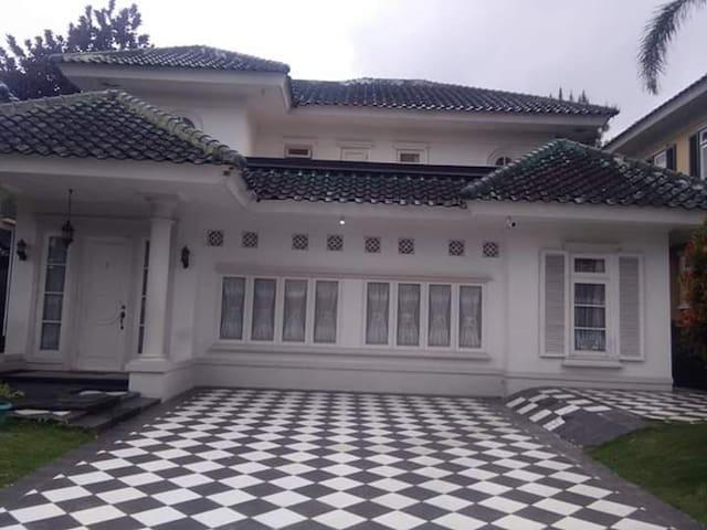 Villa Catur