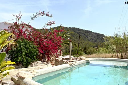 The white room, within a villa in paradise - Cala de Sant Vicent