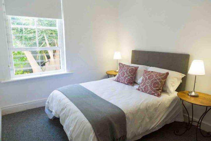 The Cozy Nook Room in Brompton Villa