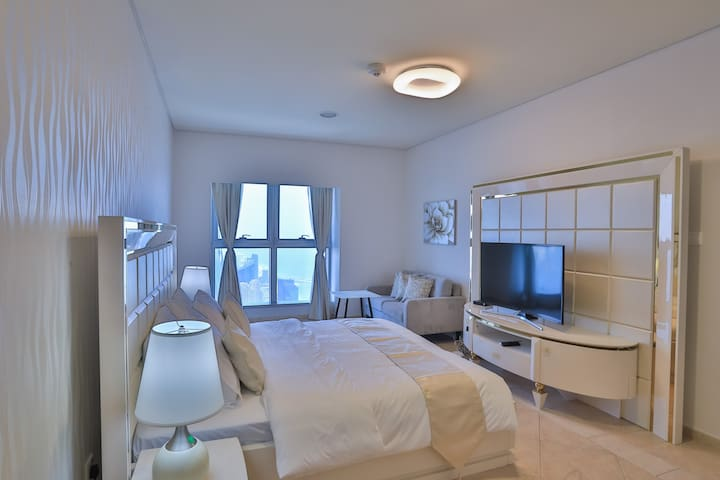 R19002 Beautiful Room with Monthly Cheaper