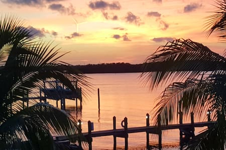 Condo on Florida Bay,  private beach,  sunsets !!