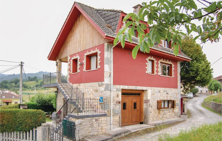 Holiday cottage with 4 bedrooms on 100 m² in Sevares-Piloña