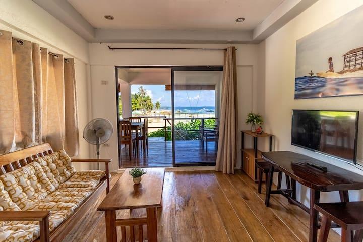 ★Surfers Beach Apartment #1 | Ocean view, TV, WIFI
