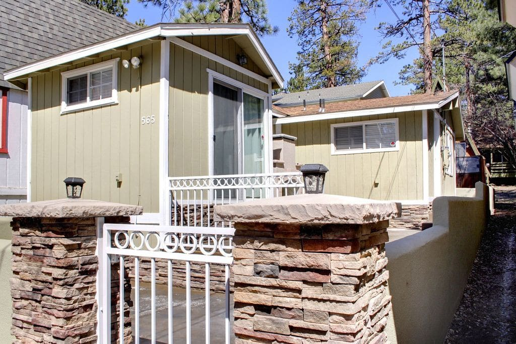 Modern cozy cabin walk to lake and village cabins for for Big bear village cabins