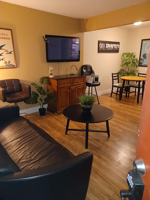 YOUR OWN PRIVATE APARTMENT IN HAYWARD