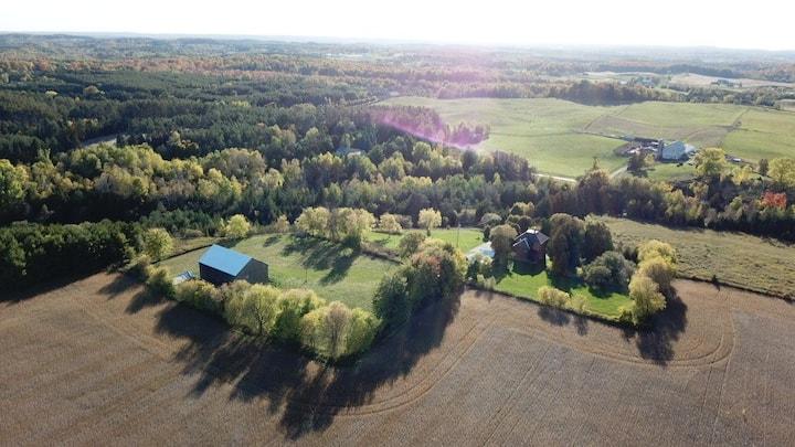 Entire Classic Palgrave century farm 1h N Toronto.