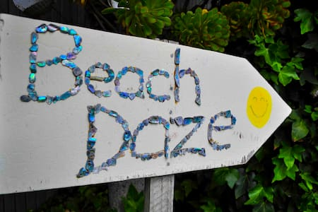 Te Awanga Beach Daze - (no cleaning fee)