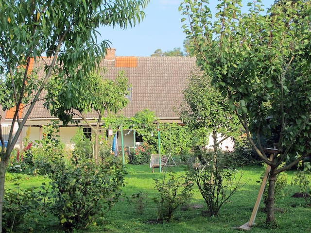 PRETTY COUNTRY COTTAGE IN GORGEOUS SURROUNDING+Spa - Brüssow - Hus