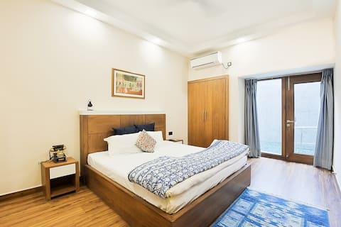 Affordable Luxury 3 BHK Pool APT in South Delhi