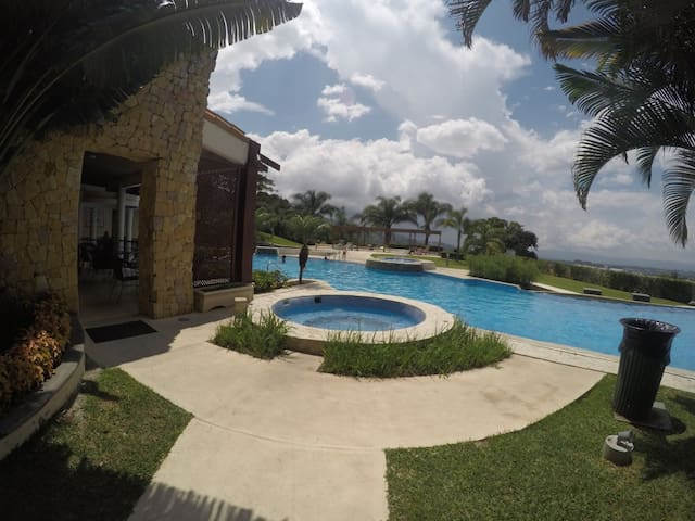 5 Guests Apartment w/ pool and amenities - CR - Departamento