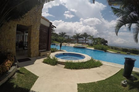 5 Guests Apartment w/ pool and amenities - Apartmen