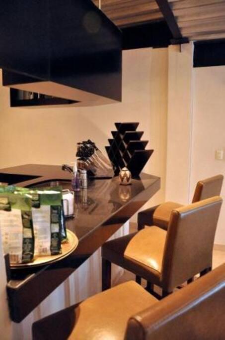 Breakfast bar with 3 bar stools.