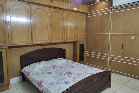 Air-conditioned Master Bedroom by GEC Circle, Ctg