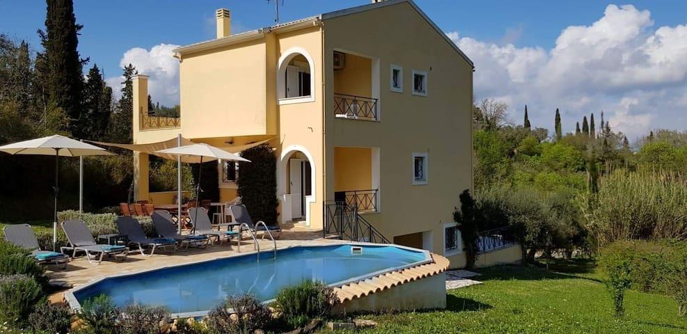 Villa Nino, private twin room in shared villa