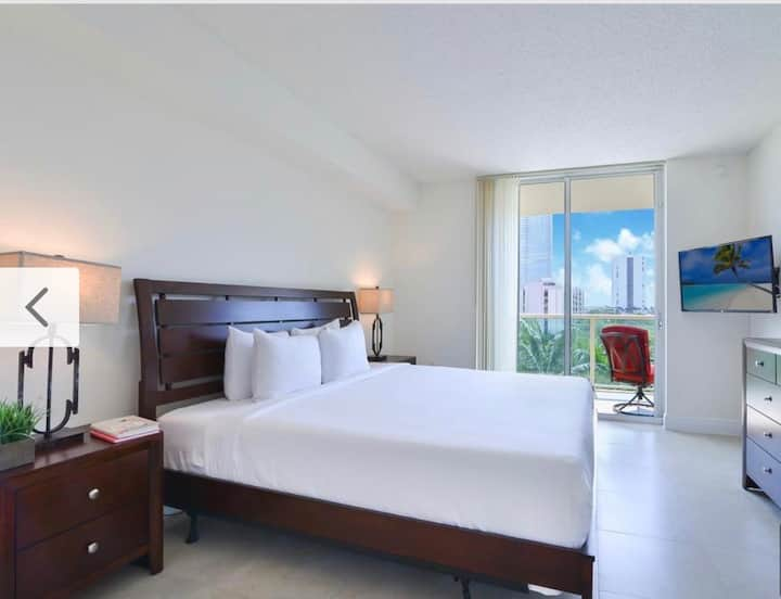 Luxury 1/1 Sunny Isles $90 w balcony free parking