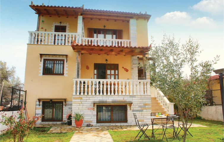 Holiday cottage with 3 bedrooms on 125 m² in Oropos