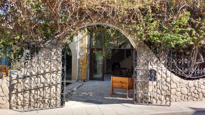 Fikilini Papaya Garden - Larnaca - Hus