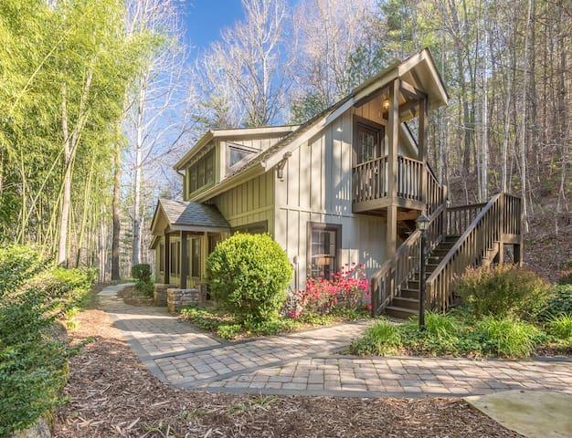 The  Bird House at Mountain Lens