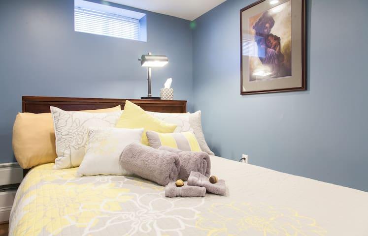 Extraordinary One Bedroom Apartment