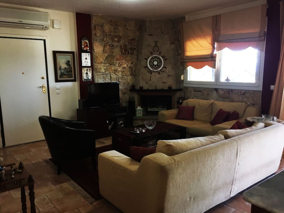 Main living room (1st floor)
