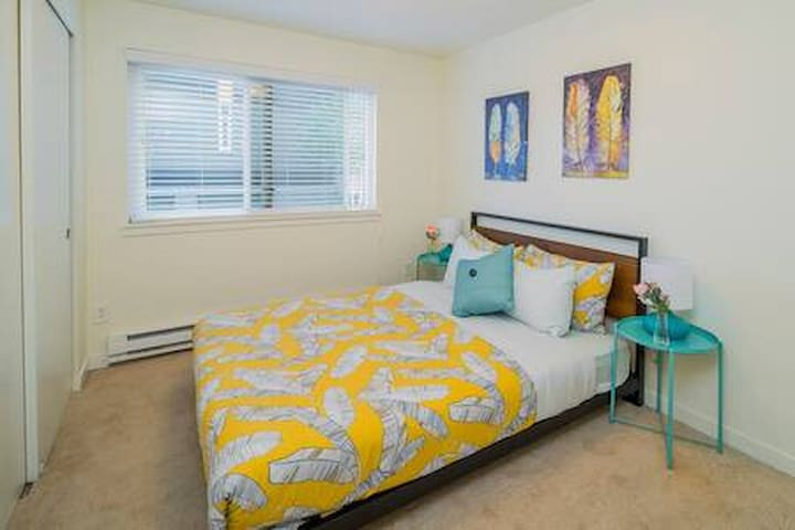 Bright and modern Queen Anne 3 Bedroom #1
