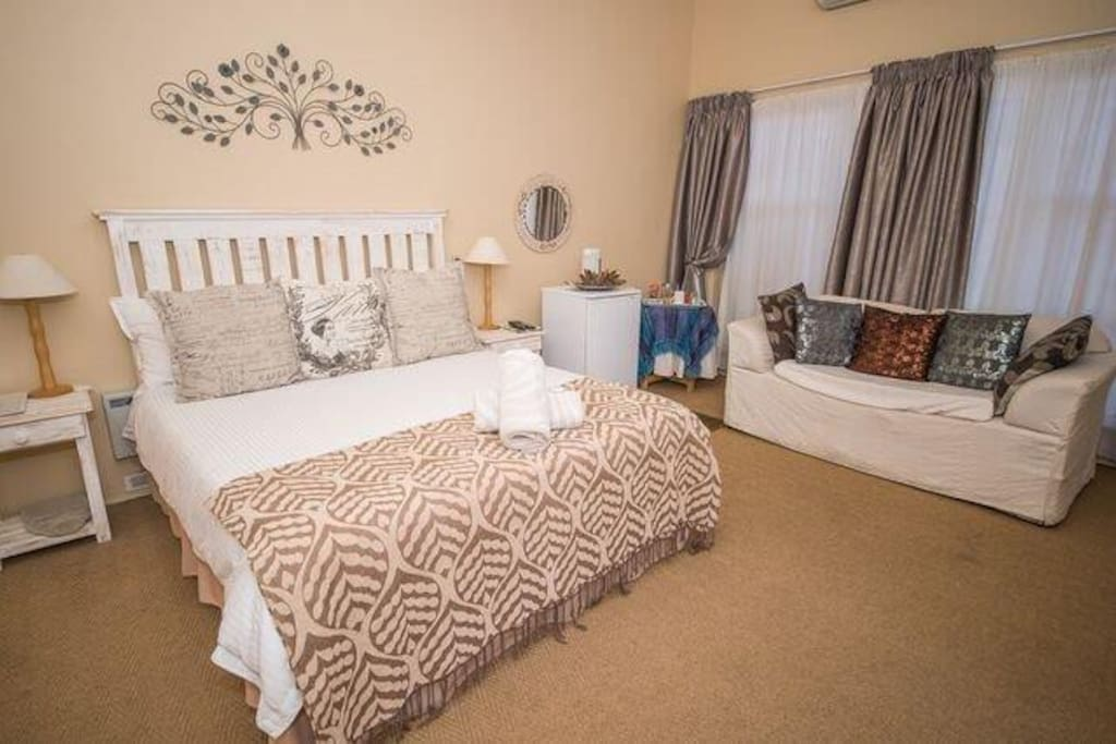 This room leads onto the swimming pool and garden area, and has a view on the pool